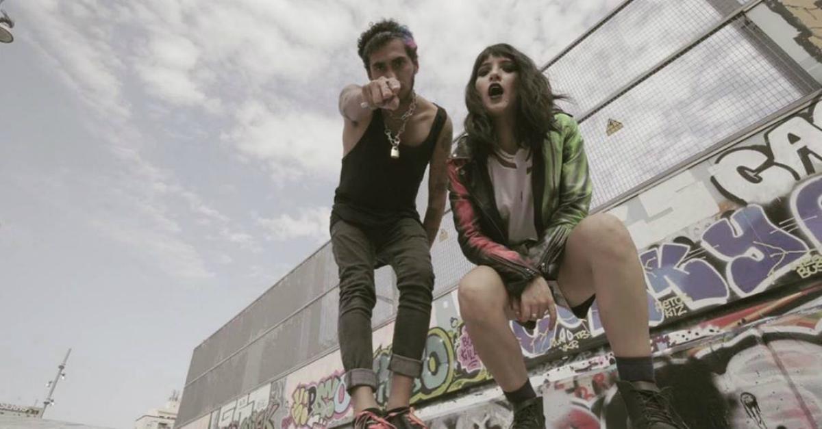 Andrea Martinez y Ademilxhora presentan el videoclip de «Si te quedas»