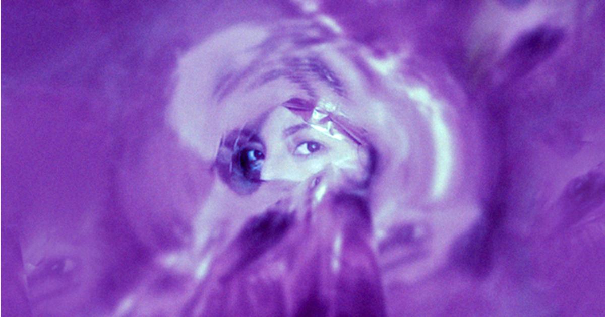 Conoce a Ailis Blue y escucha su canción «Mariposa Azul»