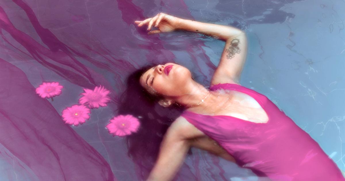 Evah presenta «Espontáneos», una canción para atreverse a coquetear sin miedo