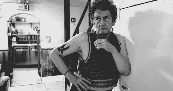 Gánate con el documental :»Álvaro, rockstars don't wet the bed: Retrato de un músico hecho a su medida»